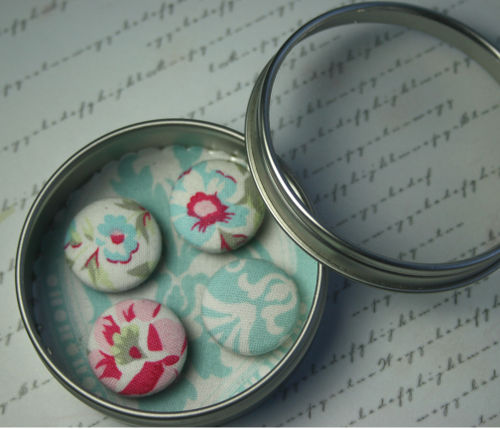 Floral-magnet-in-tin