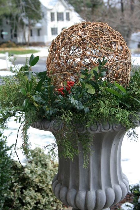 Outdoor Christmas Urns http://eabdesigns.typepad.com/my_weblog/2009/12/christmas-greens.html