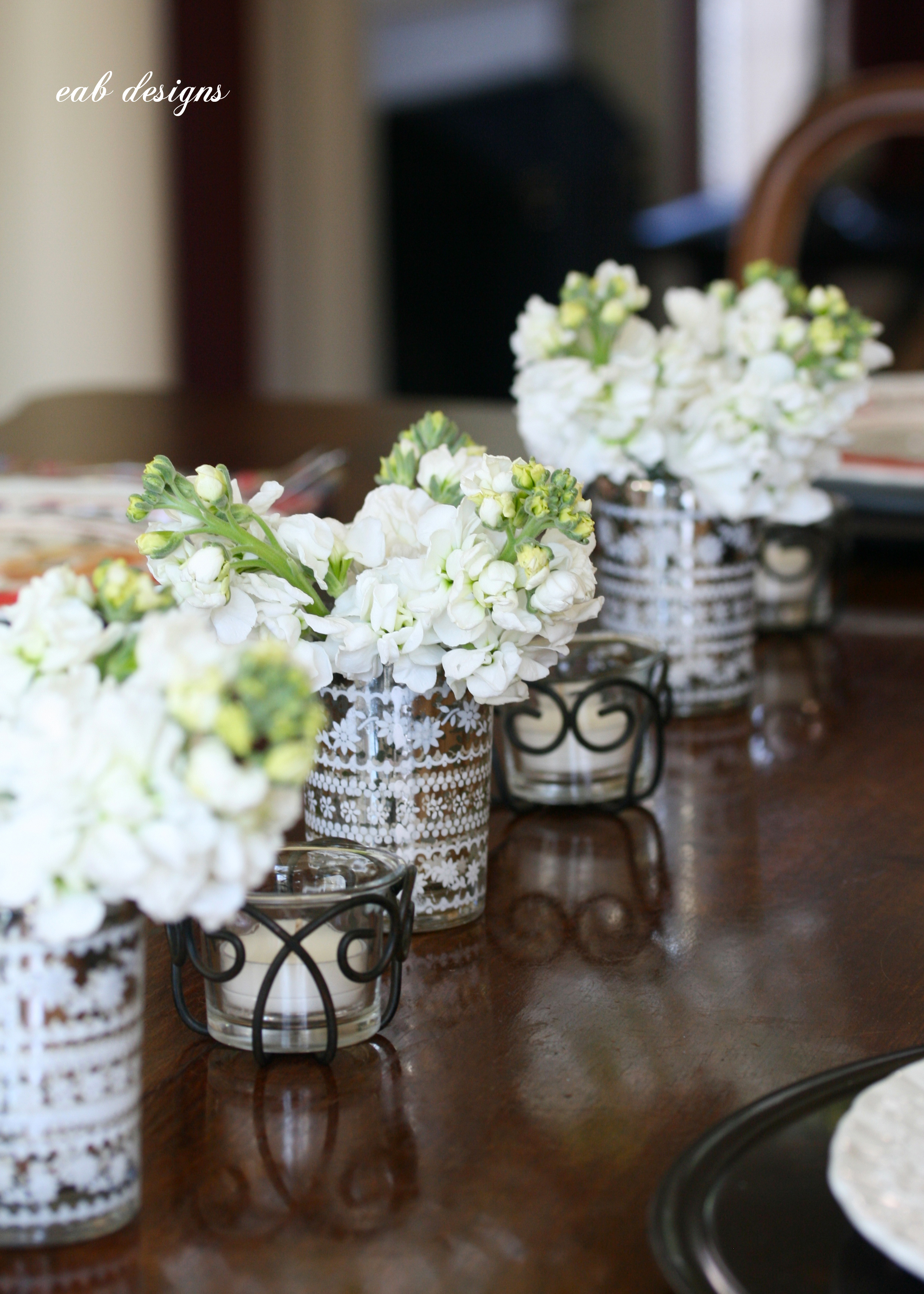 The Key Is To Create Loose Uneven Multi Fl Arrangements In Sets Of Three Or More Mini Vases Short Are Best For Dinner Table
