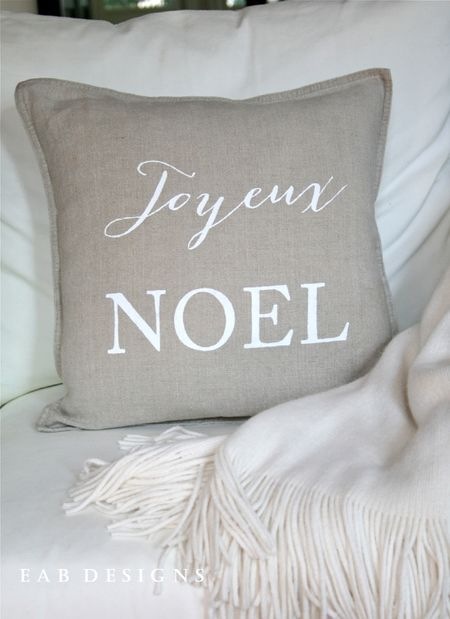 EAB-DESIGNS-Joyeux-Noel-Linen-Pillow-3
